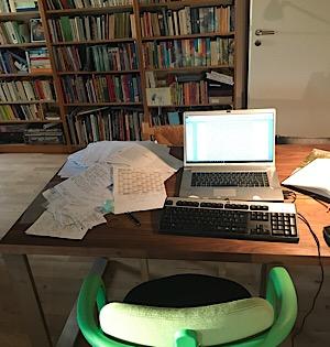 Schreibtisch der Roman Autorin Alizee Korte