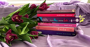 Bücherstapel mit Rosen - Alizée Korte