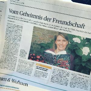 """Foto eines Artikels über Alizée Korte und ihr zweites Buch """"Das Echo der Farben"""" in der """"Rheinischen Post"""" vom 18. Juli 2018."""